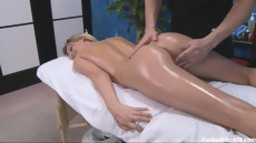 Эротический секс массаж с маслом