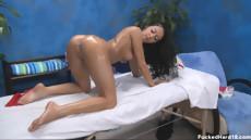 Лучший секс массаж сексуальной брюнетки