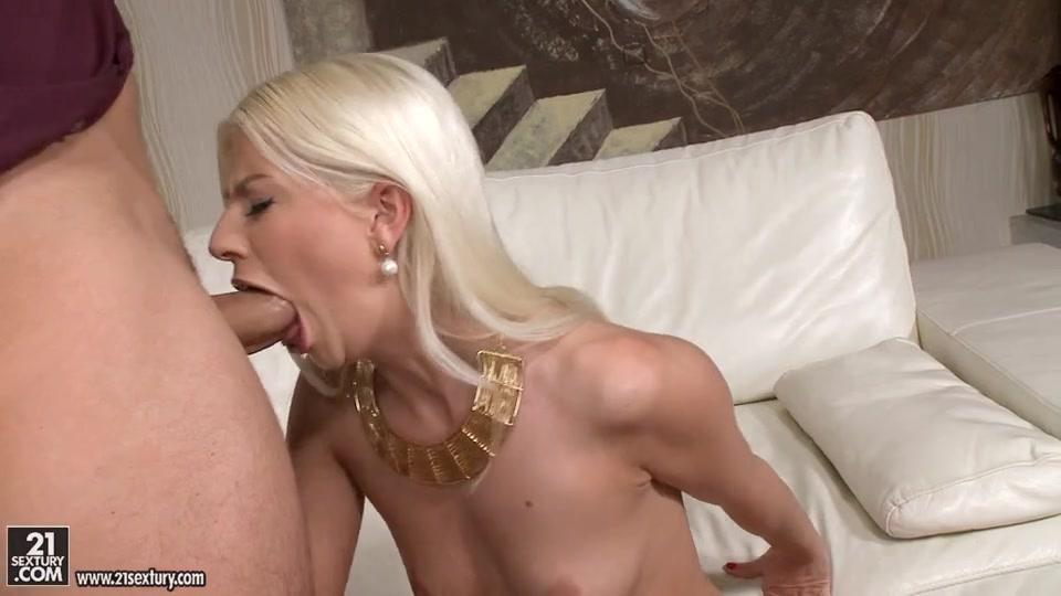Крашеная Блонда Сосёт И Даёт