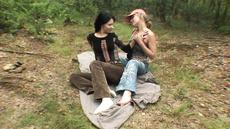 Студенты в лесу занялись дикой оргией