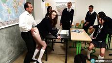 Препод трахнул студентку в классе