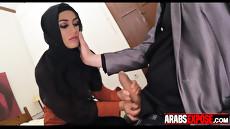 Оральный секс в исполнении красивой арабской женщины