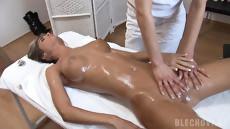 Эротический массаж лесбиянок закончился бурным сексом