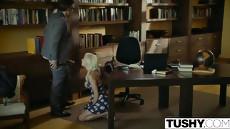 Похотливый босс трахает молодую девушку на собеседовании