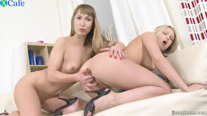 Русские лесбиянки посасывают член у молодого человека