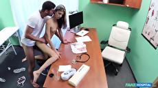 Молодая студентка трахается на приеме у гинеколога